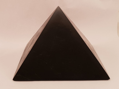 schungite pyramid 100mm